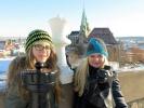 Victoria und Margarethe Wagner vor Erfurter Dom